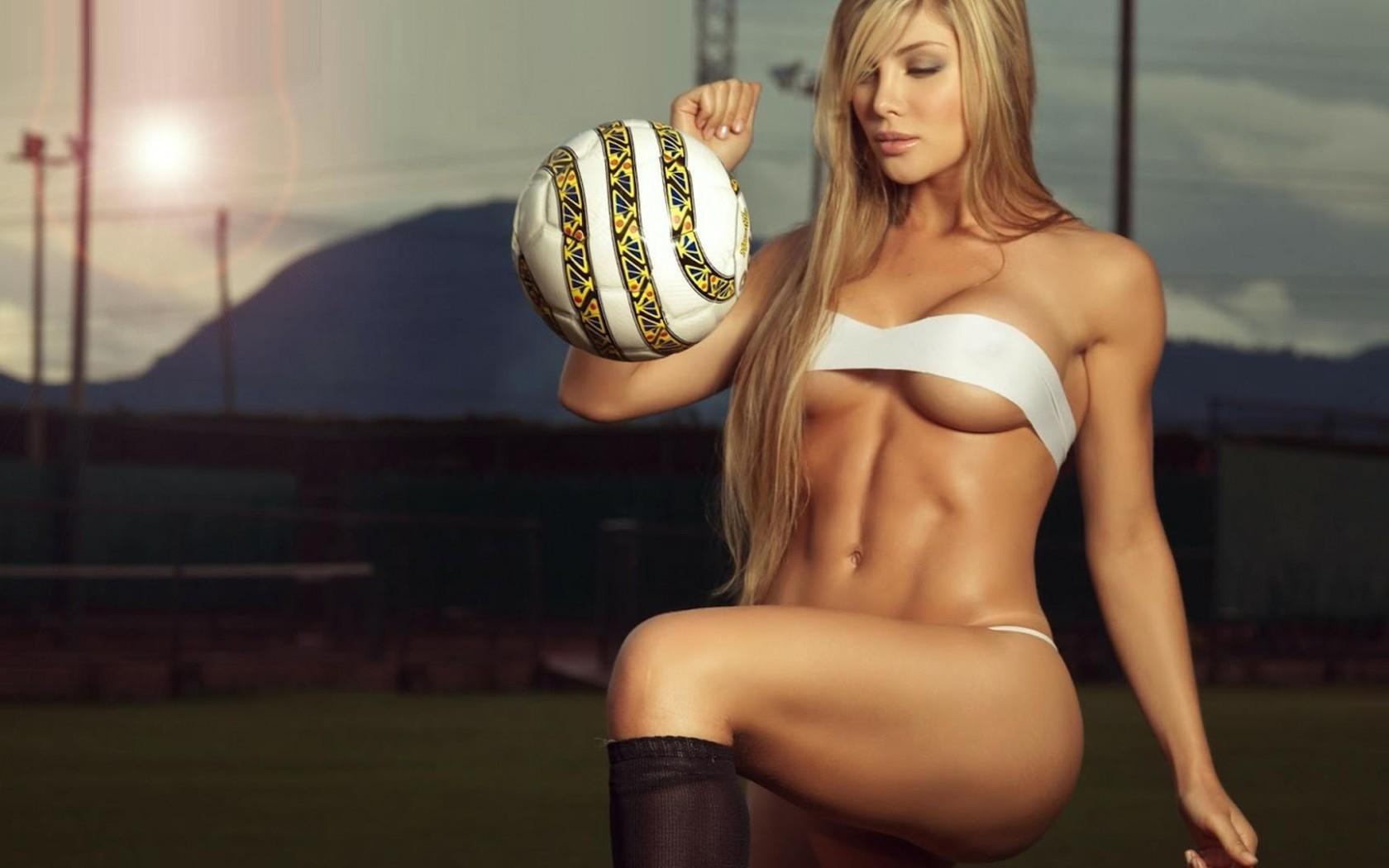 455980_devushka_blondinka_figura_sport_m-i17444