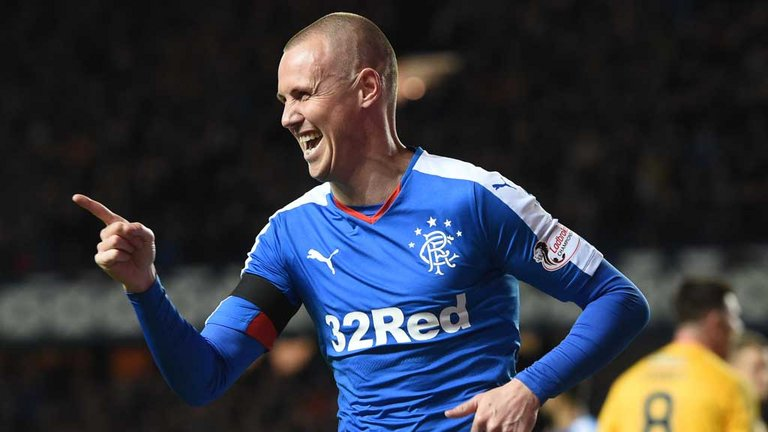 Шотландский клуб продлил контракт с 37-летним игроком