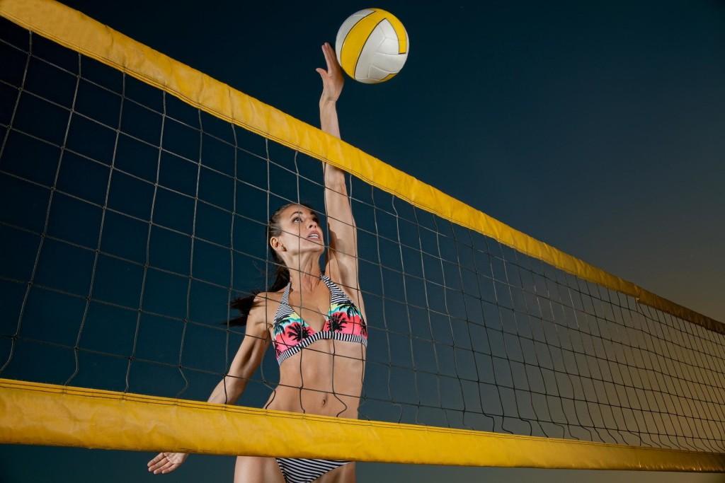 sport_devushka_myach_sport